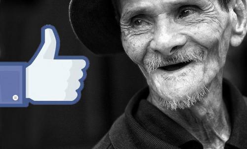 Người già ở Việt Nam yêu facebook